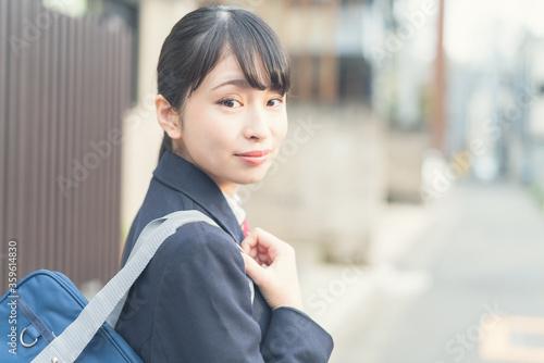 Photo 振り返る女子高生