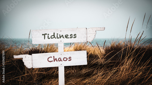 Street Sign to Tidiness versus Chaos Tablou Canvas