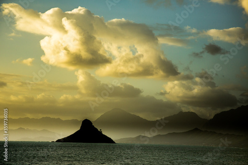 Cuadros en Lienzo A dark threatening sky above Mokolii, commonly known as Chinaman's Hat