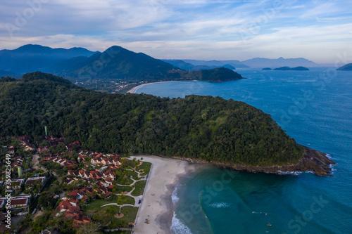 Fotografía lindas imagens aéreas da praia do Engenho, litoral Norte de São Paulo