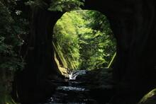 農溝の滝 亀岩の洞窟
