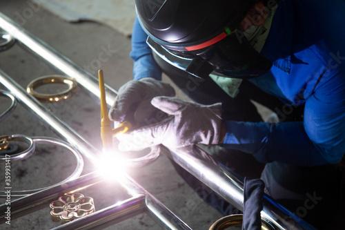 Valokuva Welders are welding the various parts of building a stainless steel door