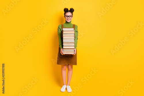 Fotografia Full length body size view of her she attractive pretty diligent cheerful girl c
