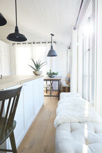 Kitchen Island And Bench In Fa...