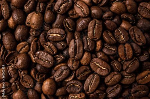 Obraz na plátně Roasted coffee beans on the table, macro