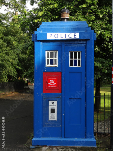 Fototapeta An old blue police booth in Glasgow, Scotland, UK.