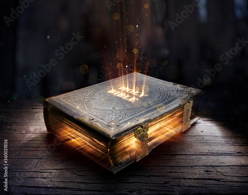 Photo Shining Holy Bible - Ancient Book On Old Table