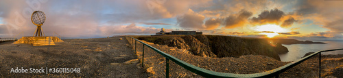 Fotografie, Obraz Panorama mit Weltkugel am Nordkap. Finnmark, Norwegen