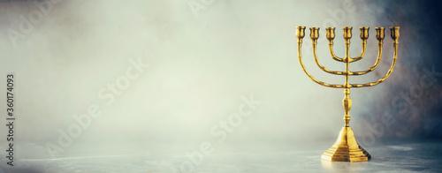Foto Golden hanukkah menorah on grey background