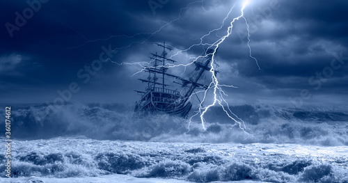 Fotografía Sailing old ship in storm sea on the background heavy clouds with lightning