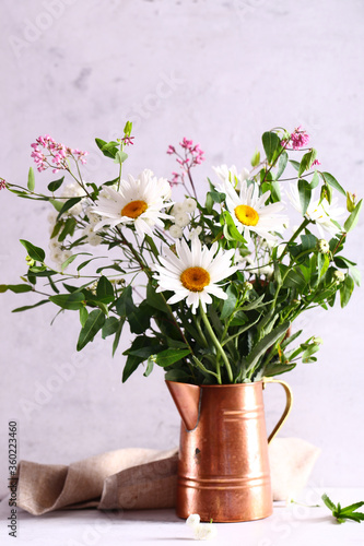 bouquet of daisies and wild wildflowers Fototapet