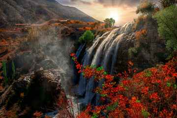 Panel Szklany Wodospad Landscape view of Tortum Waterfall in Tortum,Erzurum,Turkey. Explore the world's beauty and wildlife.