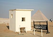 Oficina De Policía En Las Pirámides De Guiza Egipto