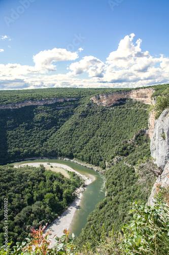 Photo Les gorges de l'Ardèche : point de vue sur un méandre de la rivière au pied des