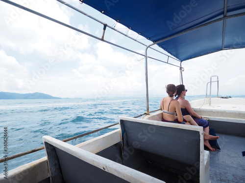 Photo Dos personas en un barco