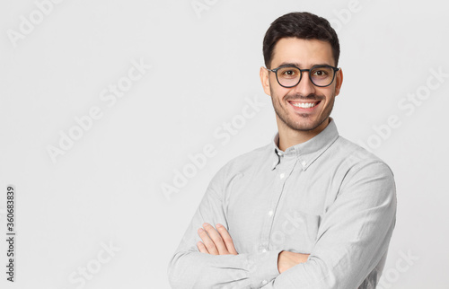 Papel de parede Banner of handsome businessman wearing gray shirt and glasses, holding arms cros