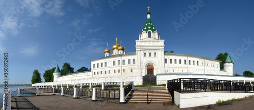 Foto Panoramic view of Ipatievsky Monastery, one of the main attractitions in the region
