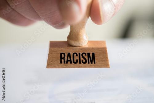Fototapety, obrazy: Ein Stempel für Rassismus