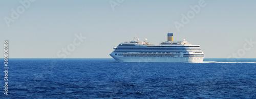 ship, cruise, boat, sea, travel, ocean, water, luxury, vessel, liner, vacation,Schiff, Kreuzfahrt, Boot, Meer, Reisen, Meer, Wasser, Luxus,
