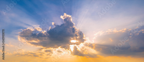 Obraz Colorful sunset in the sky, clouds and sun rays. - fototapety do salonu