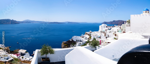 Panoramic view of part of the Island of Santorini from the town of Oya, in the b Fototapet
