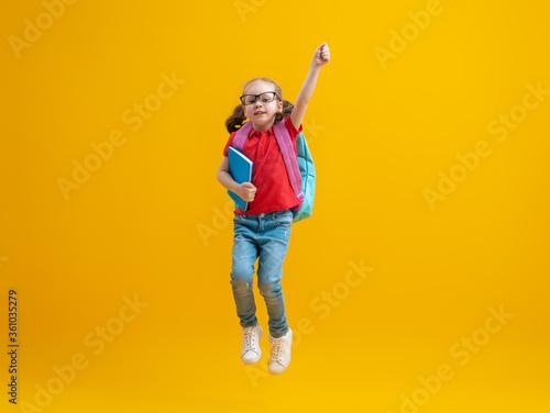 Fotografie, Obraz Kid with backpack on color background.