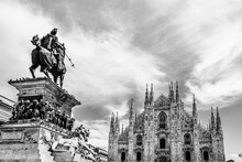 Piazza Del Duomo Skyline With ...