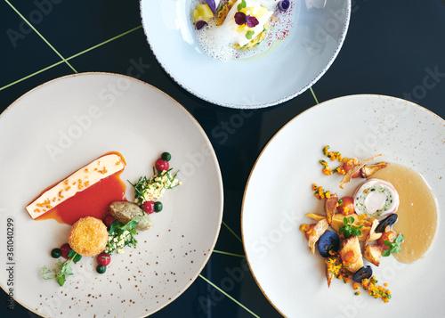 Fototapeta Fine Dining Gourmet Michelin Restaurant Essen  in einem Gourmet Restaurant  obraz