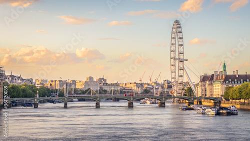 Obraz na plátně London Eye during lockdown at sunset