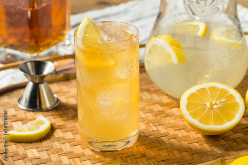 Refreshing Sweet Bourbon Lemonade