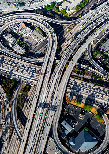 Fotomural Aerial view of a massive highway intersection in Los Angeles