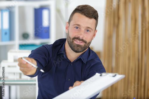 Fototapeta a businessman showing business contract obraz