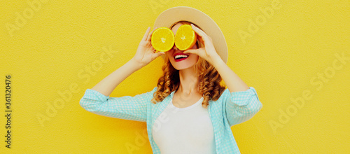 Obraz na plátně Summer portrait of happy smiling woman covering her eyes with fruits slice of or