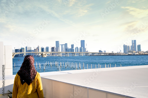 Canvastavla girl looking on Abu Dhabi Skyline from Louvre UAE