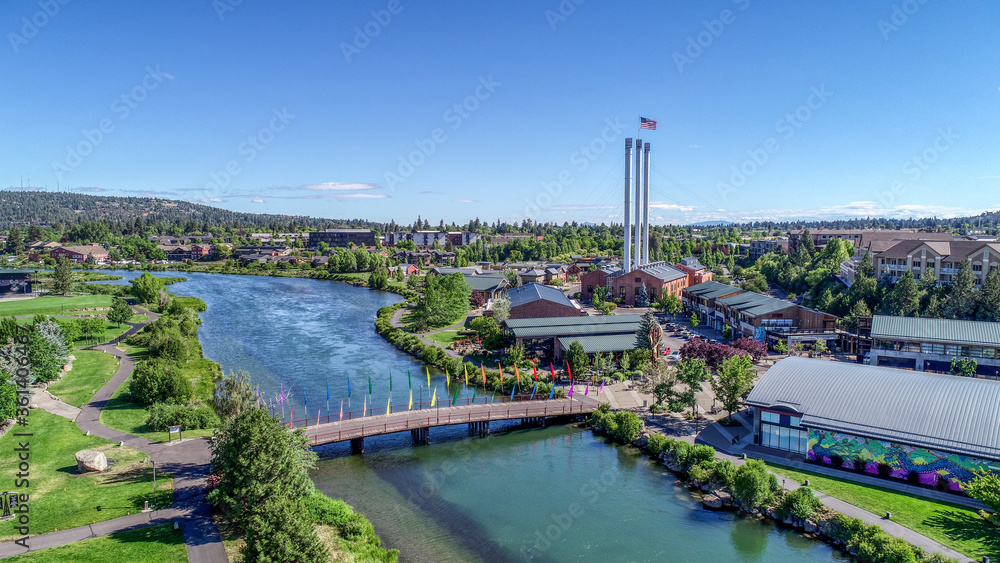 Fototapeta Summertime in Old Mill District on the Deschutes River in Bend, Oregon