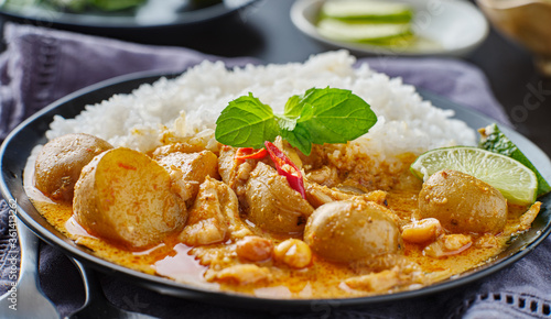 Slika na platnu thai massaman curry on plate with jasmine rice and lime wedge