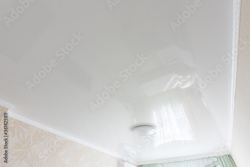 Fotografie, Obraz Glossy white ceiling in the interior of the bedroom