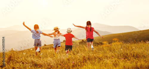 Fototapeta Anonymous happy children running backin field. obraz na płótnie