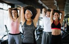 Team Workout In Gym To Reach G...