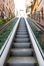 Escaleras Mecánicas Urbanas En Barrio Empinado, Horta, Barcelona, Carmelo