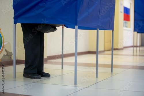 Voting booths at the polling station. Canvas-taulu