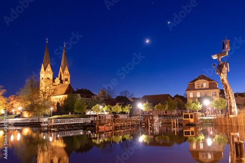Fotografering Neuruppin in Brandenburg am Bollwerk bei Nacht
