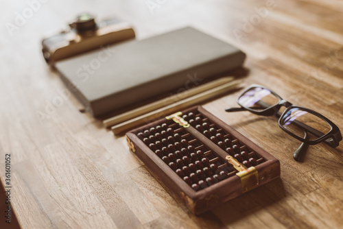 Foto abacus and books on a table at home