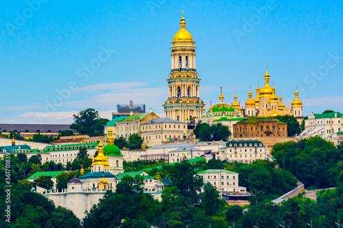 Papel de parede View on buildings of the Kiev Pechersk Lavra and Great bell tower from left bank