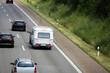 Wohnwagengespann auf der Autobahn