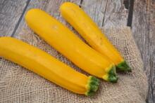 Zucchine Gialle Verdure Fresche E Grigliate Cibo Sano E Vegetariano