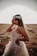 Chica joven naturaleza trigo traje blanco novia boda fantasia comunion