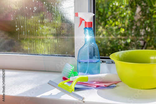 Cuadros en Lienzo Window cleaning tools and cleaning agent .