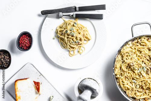 Spaghetti pasta with blue Gorgonzola cheese sauce Fototapete