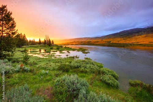 Stunning sunrise at the Green River, Wyoming, USA. Fototapet